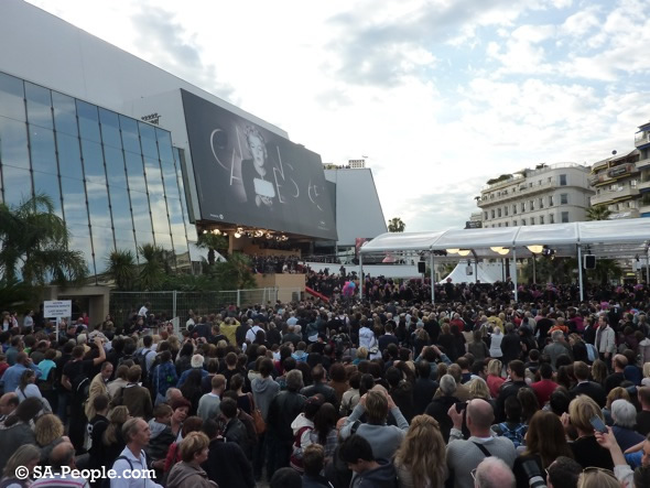 Crowds at the Cannes Palais for Madagascar 3 premiere